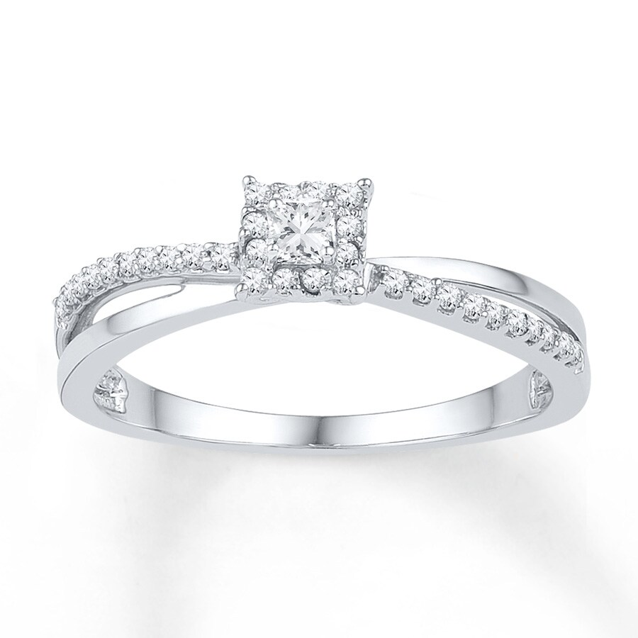 solitaire with a ring diamond in carat engagement gold white